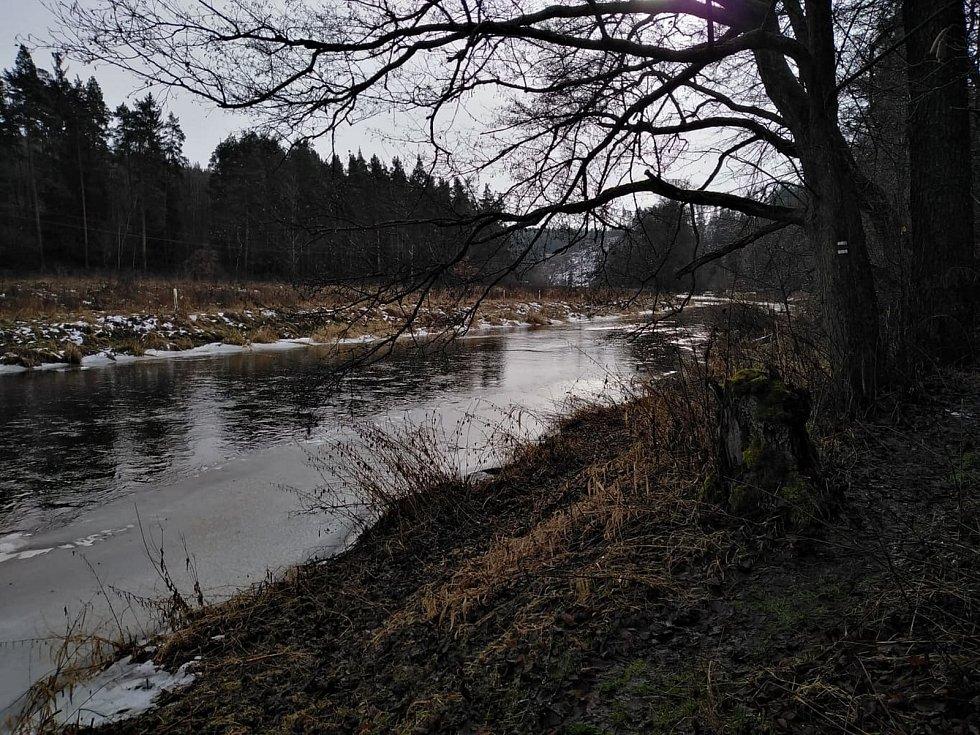 Mže na cestě údolím ze Svojšína do Stříbra.