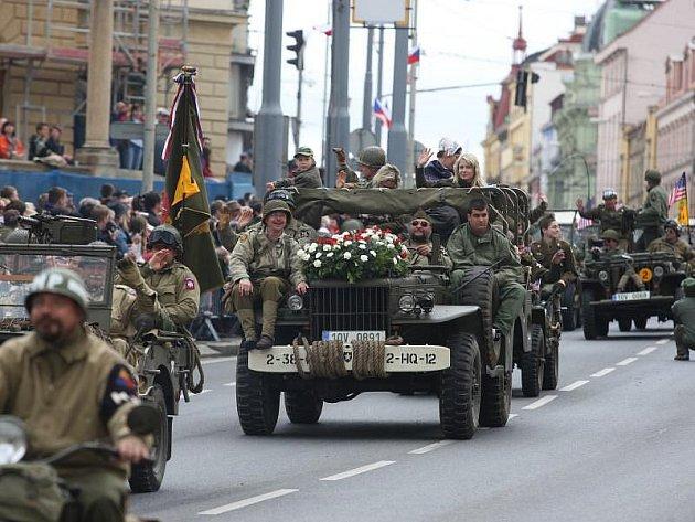 Američtí veteráni se zdravili s Plzeňany.