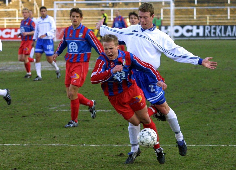 David Limberský v druholigovém zápasem s Pardubicemi na jaře 2003, v jeho první sezoně v áčku Viktorie Plzeň.