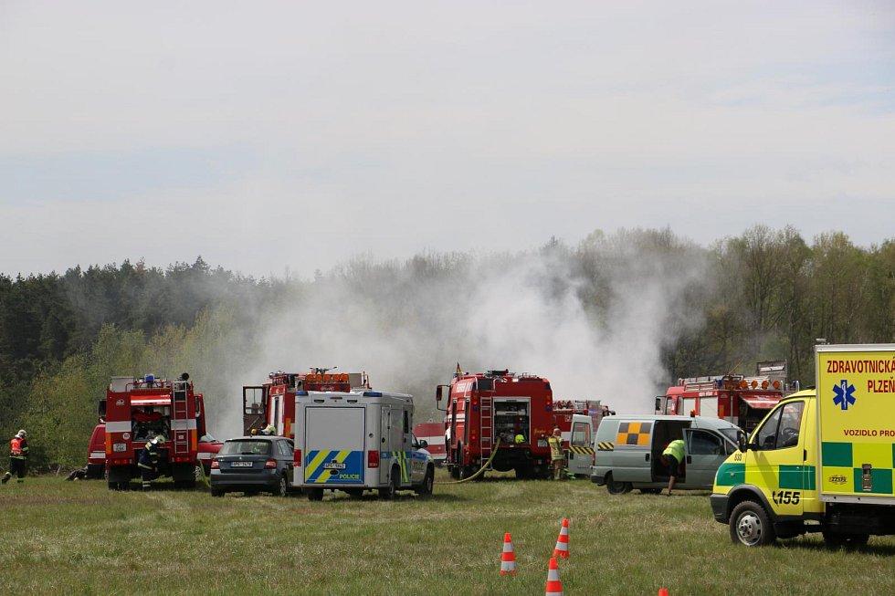 Cvičení složek IZS na letišti v Líních.
