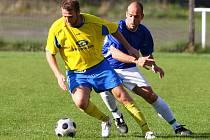 Víkendové plzeňské derby v krajském přeboru mezi domácím Bolevcem (v modrém) a Doubravkou skončilo remízou 2:2.