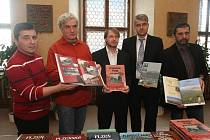 Vydavatelé a autoři (zleva) Petr Flachs, Petr Mazný, Adam Skála, Jan Hajšman a Zdeněk Hůrka při křtu nových knih