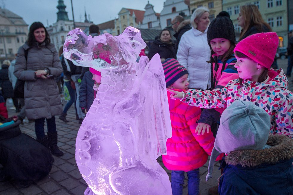 Ledové sochy na Náměstí republiky