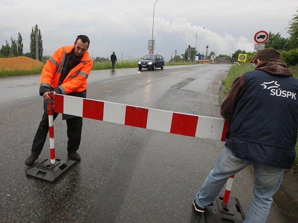 Povodeň vPlzni uzavřela pontonový most vJateční ulici
