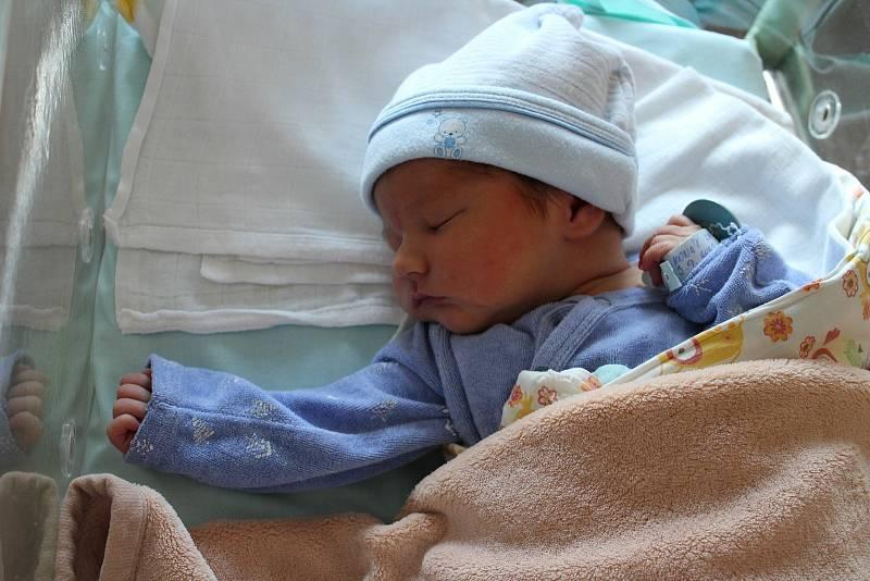 Jan Konáš (3700 g) přišel na svět v porodnici Mulačovy nemocnice 3. září v 8:15. Maminka Diana a tatínek Pavel z Plzně věděli dopředu, že sedmiletá Eliška bude mít brášku.