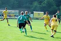 Zády s trojkou na zádech nová posila FC, Martin Debellis, navrátilec Pavel Aubrecht a v pozadí Matěj Trojanec.