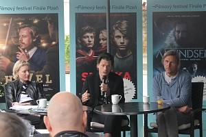 Ředitelka festivalu Eva Veruňková Košařová s režíséry Mekyho Šimonem Šafránkem a Světa podle Muchy Romanem Vávrou (zleva) na tiskové konferenci k Festivalu Finále 2020.