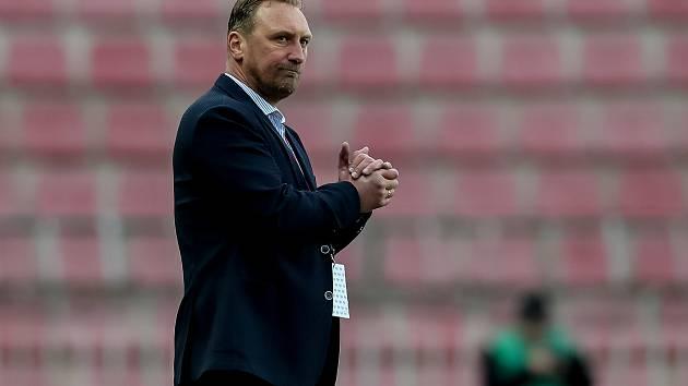 V ČESKÉ LIZE odkoučoval Zdeněk Bečka po vyhazovu Romana Pivarníka na jaře 2017 pár zápasů i jako hlavní kouč.