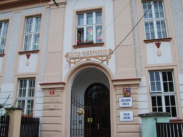 Budova základní a mateřské školy v Sedlci