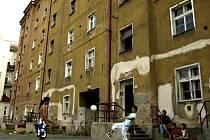 Nejznámějším místem, , jež lze nazvat ghettem, jsou domy v Plachého ulici. Teď sem město investuje 800 tisíc Kč.