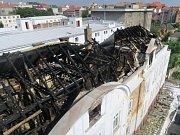 Rozsáhlý požár v Plzni zaměstnal několik jednotek hasičů.