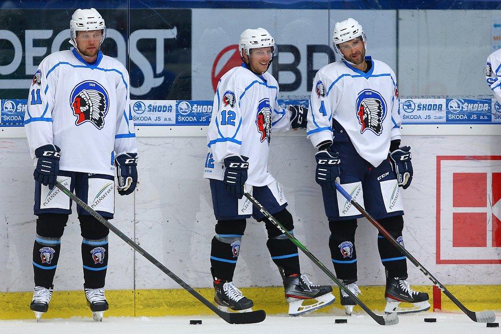 Tréninky Škodovky na ledě absolvují už také posily - (zleva) Švédové Ludwig Blomstrand, Gustaf Thorell a slovenský obránce Dominik Graňák.