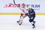 Semifinále play off hokejové extraligy - 5. zápas: HC Oceláři Třinec - HC Škoda Plzeň, 11. dubna 2019 v Třinci. Na snímku (zleva) Guntis Galvins, Miroslav Indrák.