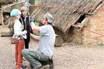 Děti si v zoo vyzkoušely slaňování