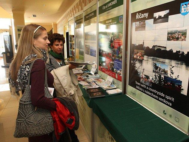 V plzeňském ParkHotelu, který je dějištěm finále mezinárodní soutěže LivCom, byly k vidění  panely, na kterých jsou prezentace jednotlivých účastníků soutěže