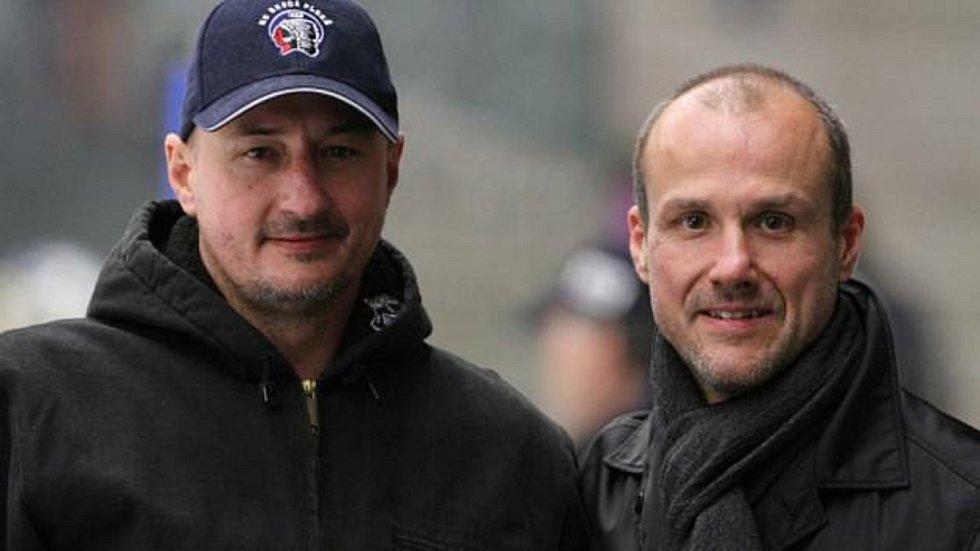 Bratry Michala a Martina (zleva) pojí silné pouto i láska k hokeji.