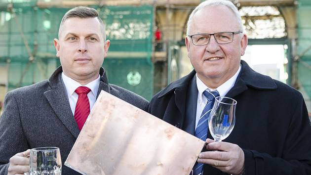 Na snímku manažer pro turismus a tradice Plzeňského Prazdroje Rudolf Šlehofer (vlevo) a emeritní vrchní sládek Plzeňského Prazdroje Václav Berka (vpravo).
