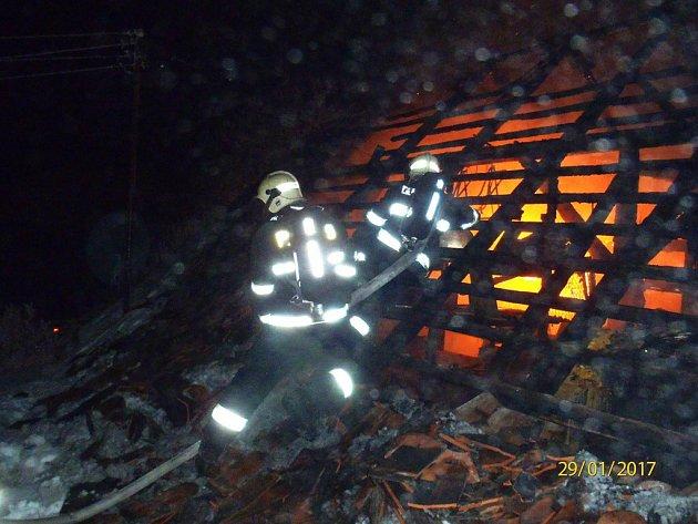 Požár rodinného domu v Oselcích