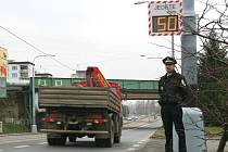 Pokud mají řidiči podobnou pochybnost mohou si rychlost ověřit pomocí nových informativních radarů. Jeden z nich je umístěn i ve Vejprnické ulici v zadních Skvrňanech