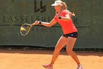 Přerovská tenistka Martina Kudelová (na snímku) se rozloučila s dvouhrou na Ex Pilsen Wilson Cupu 2015 už v prvním kole. Stopku jí vystavila Američanka Morgan Coppoc
