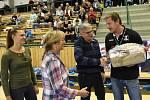V září minulého roku šéf Talentu Pavel Drobil (druhý zprava) gratuloval trenérovi Michalu Tonarovi k 50. narozeninám. Teď se jejich cesty rozešly.