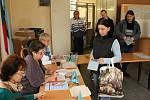 Volební místnost v Nýřanech v pátek krátce po otevření