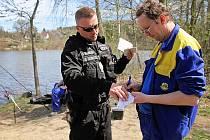 Městská policie kontrolovala rybáře u borské přehrady