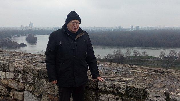 OLDŘICH KUNDRÁT při čtvrteční procházce ve tvrzi  Kalamegdan, která se vypíná  nad řekou Sávou.
