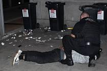 Opilce zpacifikovala městská policie.