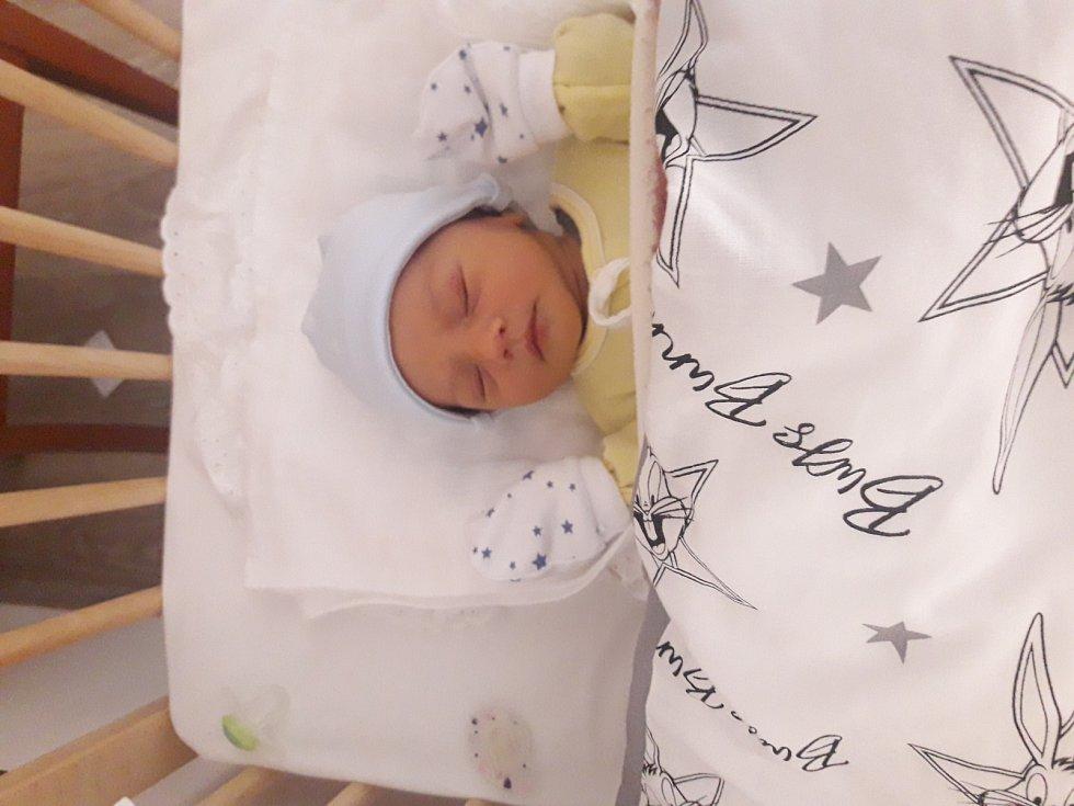 Filip Toman se narodil 6. listopadu mamince Markétě a tatínkovi Jiřímu z Plzně. Po příchodu na svět v plzeňské FN vážil jejich prvorozený synek 3510 gramů a měřil 51 cm.