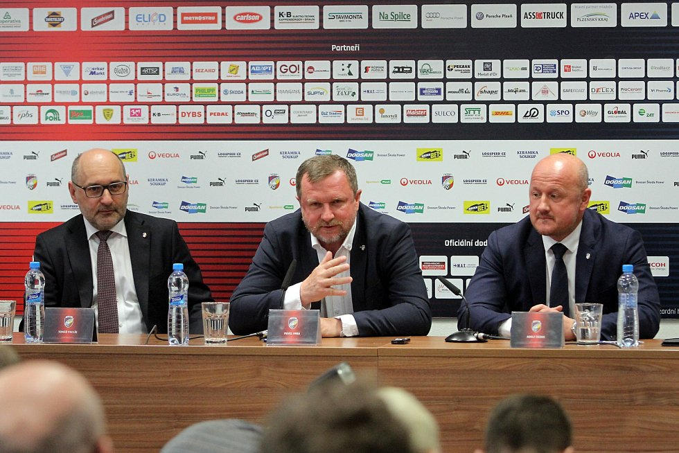 Pavel Vrba podepsal dnes smlouvu s FC Viktoria Plzeň a od nového ligového ročníku bude hlavním trenérem Plzně.