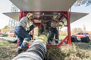 Plzeňští hasiči čerpali vodu z Radbuzy.