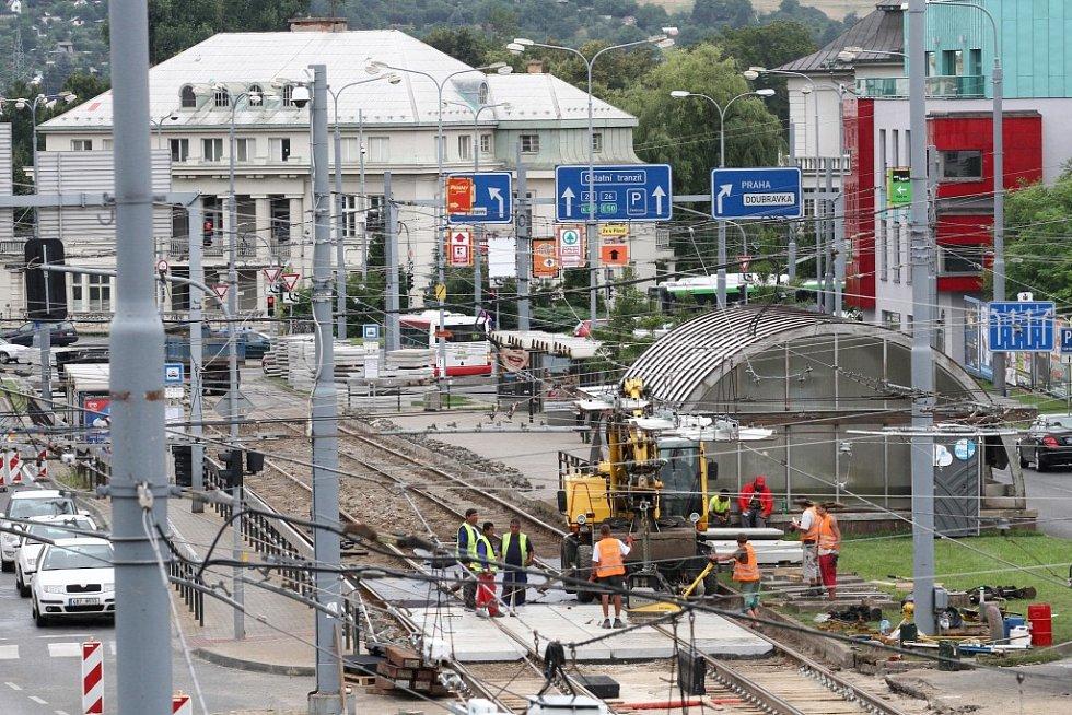 Výměna tramvajových kolejí v Sirkové ulici
