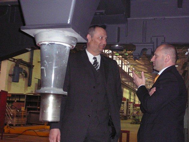 Primátor Pavel Rödl (vlevo) jednal s generálním ředitelem Škody Holding Jiřím Zapletalem
