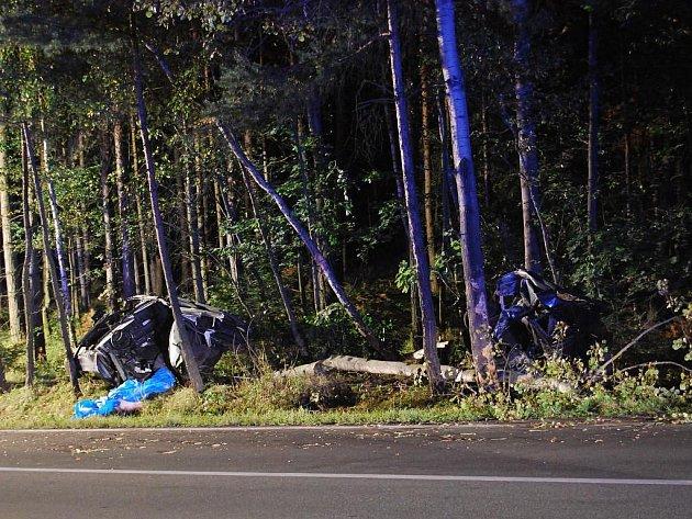Smrtí řidiče Škody Favorit skončila v sobotu večer tragická nehoda u Holýšova na Domažlicku
