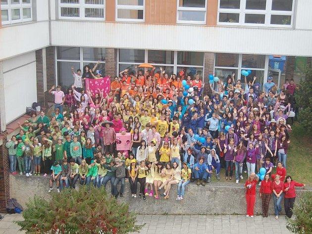 Na tachovském gymnáziu pořádali Den barev