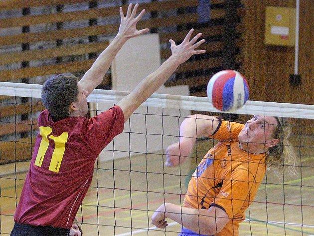 Junioři USK Slavie Plzeň (na archivním snímku vpravo Martin Kiesenbauer) zvítězili v Příbrami 3:1 a 3:0