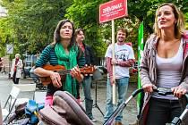Zpěvomat. Jedním z úspěšných nápadů byl také Plzeňský Zpěvomat. Živý hudební nástroj hrál a zpíval kolemjdoucích, kteří mohli jen tak poslouchat nebo se ke Zpěvomatu přidat