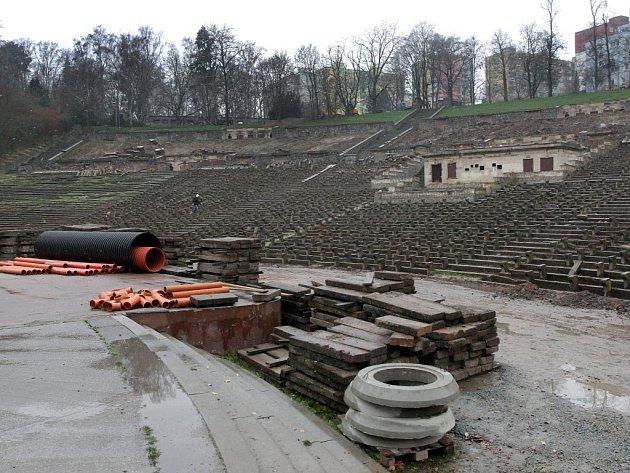 Lochotínský amfiteátr v době rekonstrukce