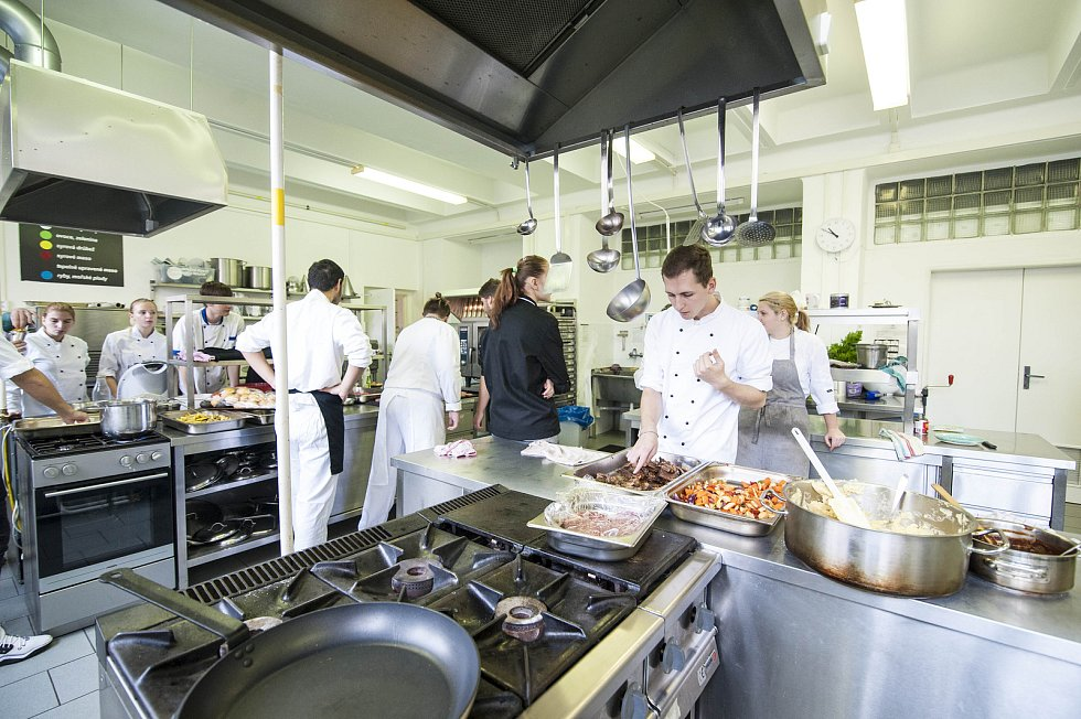 Hotelová škola v Plzni vaří z bio produktů.