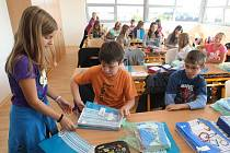 Poprvé ve škole byli tento školní rok žáci 2. základní školy v Plzni. Děti z 6. A se radovaly, dostaly totiž novou třídu