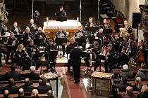 Koncert s modlitbou za oběti dopravních nehod v kostele Nanebevzetí Panny Marie v Plzni