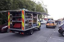 Záchranáři i hasiči zasahovali u požáru ubytovny v Ledecké ulici v Plzni.