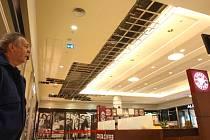 Ve čtvrtek se v Plaze propadl strop předsálí multikina. V pátek má již centrum otevřeno, několik obchodů a kino zůstavají zavřené