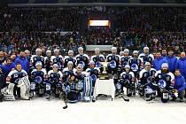 Hokejisté Škody Plzeň sice získali Prezidentský pohár, ale po jeho převzetí krotili emoce. Nechtěli  totiž zaplašit přízeň Štěstěny pro nadcházející boje v play-off.