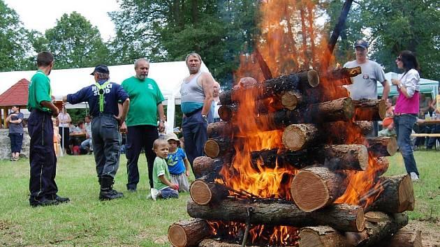Stodští hasiči umí nejen požáry hasit, ale vidět je můžeme pravidelně na Křížovém vrchu, kterak oheň zakládají. Například při pálení čarodejnic. Jde ale o vatry, které dělají radost a neškodí