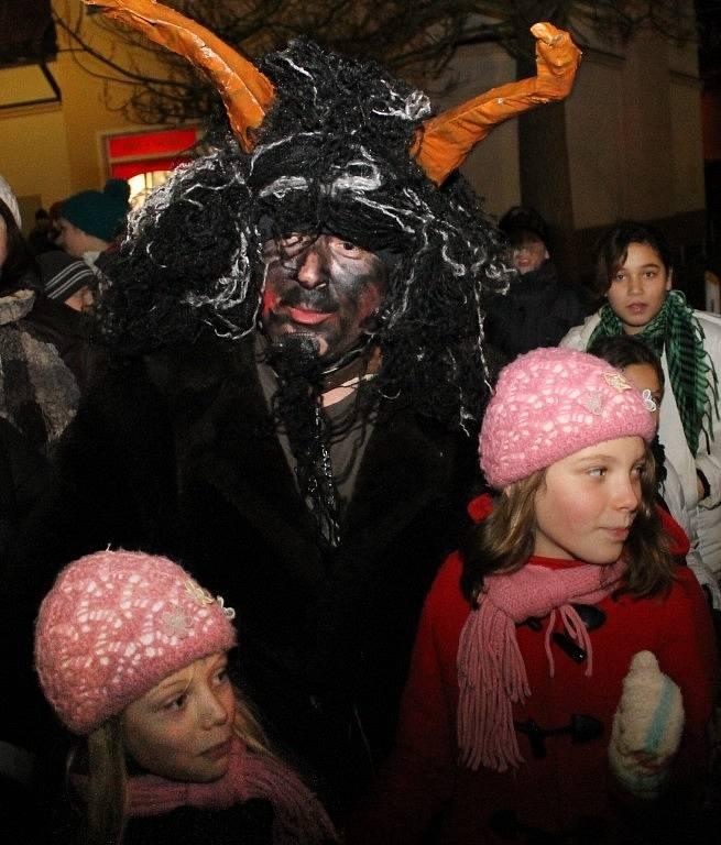 Městem jede Mikuláš! Tradiční akce, při které Mikuláš, čerti a andělé projíždějí městem na koňském povozu, se koná každý rok ve Stodě