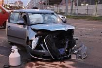 Následky dopravní nehody na Domažlické třídě