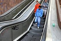 Stojící eskalátory v podchodu na Americké třídě