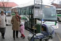 Včera mohli nastoupit první cestující do nové autobusové linky MHD v Přešticích. Na svezení jim stačilo pět korun